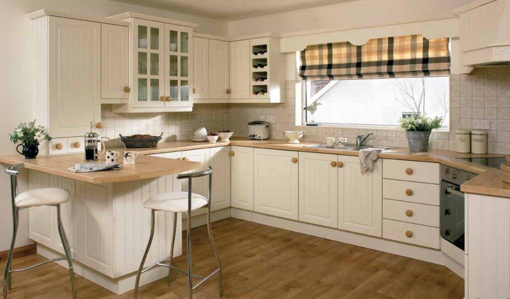 Интерьер окна в кухне