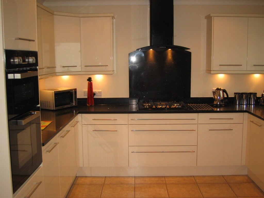 High Gloss cream kitchen with black quartz worktop Thorpe hesley S61