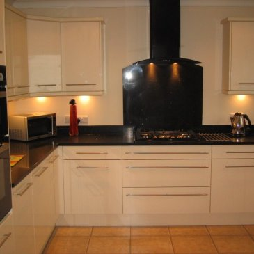 High Gloss cream kitchen with black quartz worktop. Thorpe hesley S61