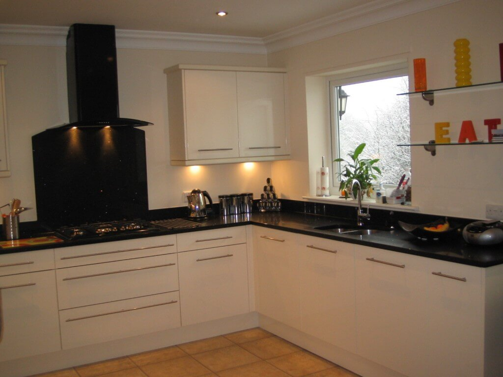 Contemporary Kitchen Ideas High Gloss Cream Kitchen With Black Quartz Worktop Thorpe