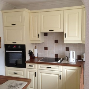 Vanilla Calcutta kitchen in Chesterfield S42